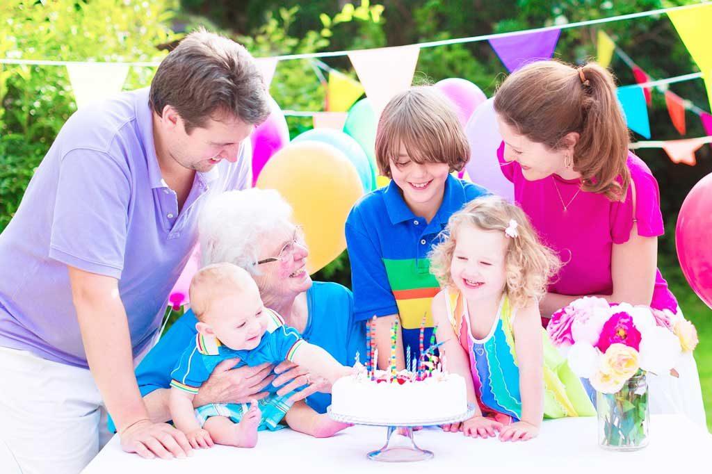 Eine familiäre Feier wie der Geburtstag, eine Kommunion oder Konfirmation kann im Garten stattfinden