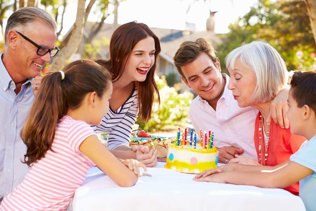 Geburtstagsfeier mit der ganzen Familie zum runden Geburtstag
