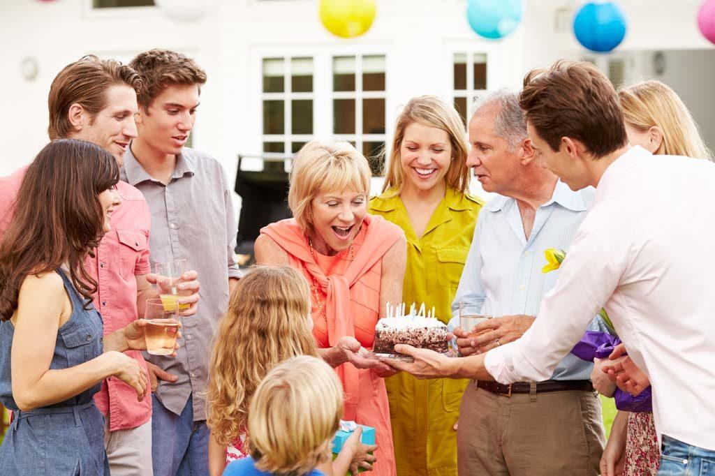 Familiäre Geburtstagsfeier in der Alster Au mit Luftballons