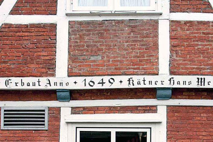 Die Reetdachkate ist ein historischer Bau