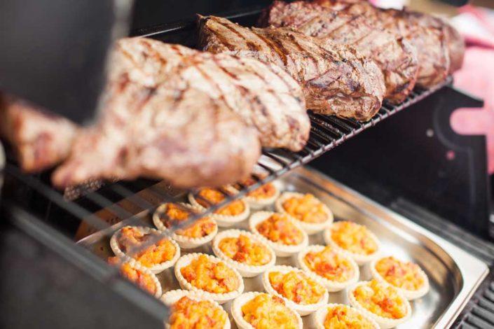 Pullet Pork und Quiche auf dem Grill