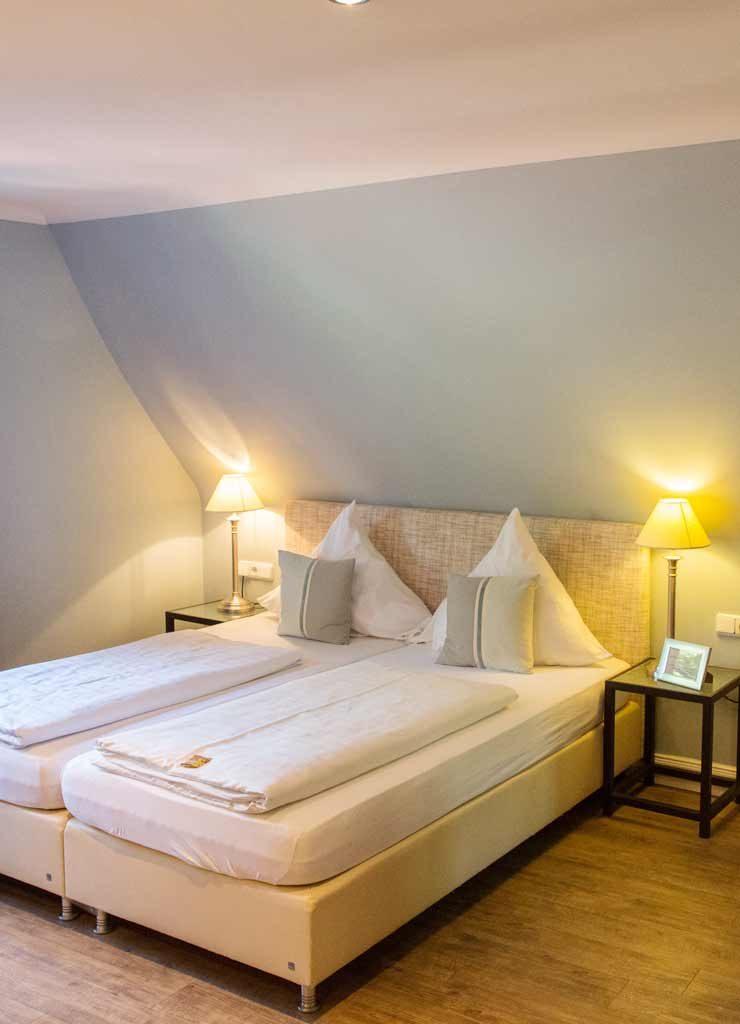 Helles Hotelzimmer im Alstertal