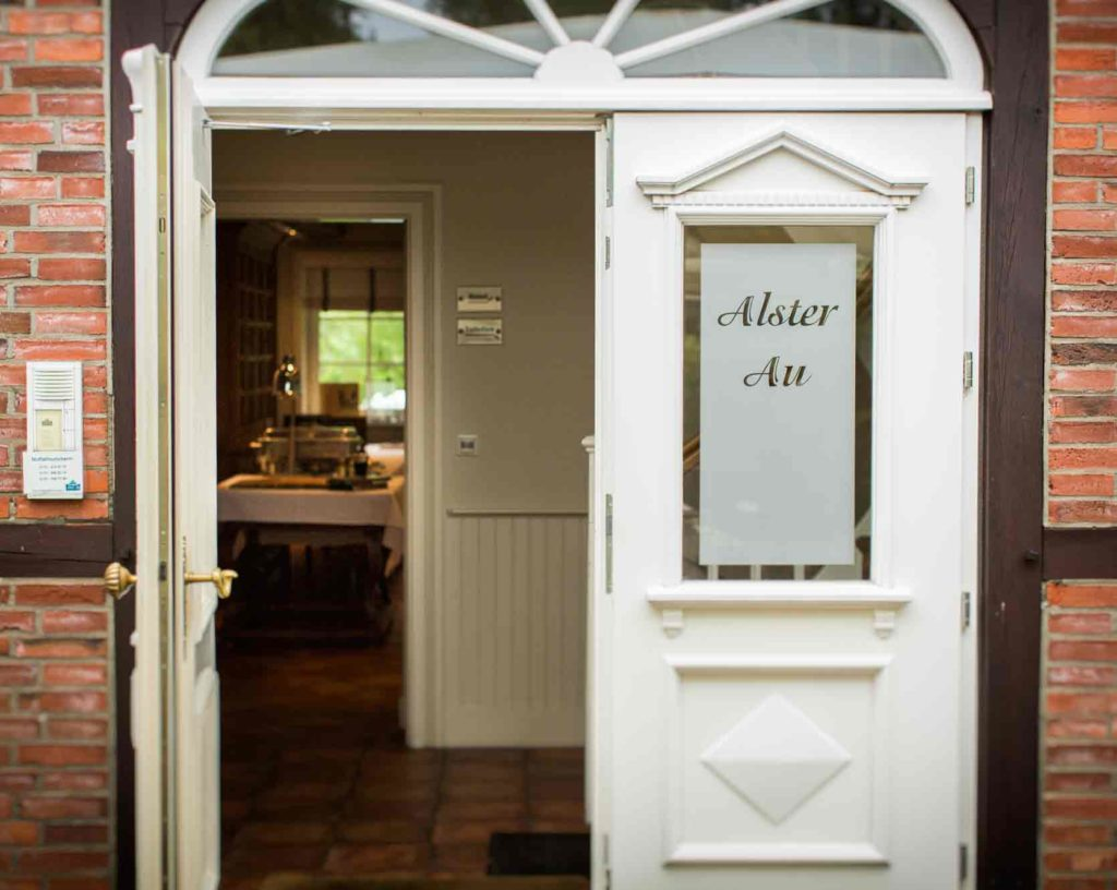 Eingang vom Hotel Alster Au in Hamburg