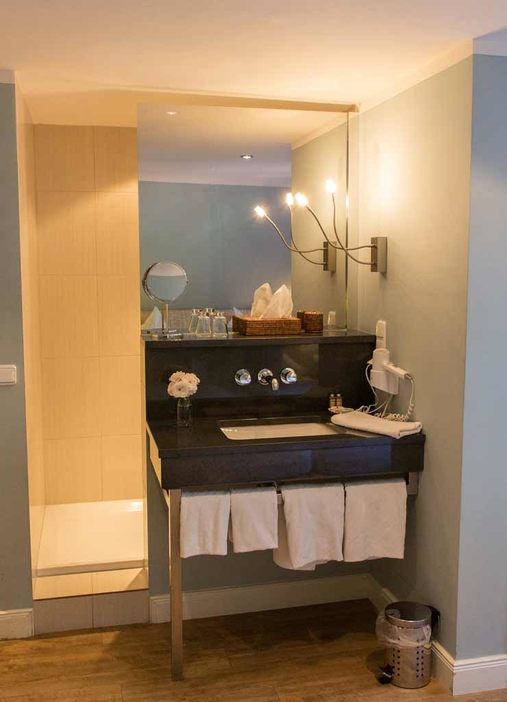 Hotelzimmer Nummer 2 mit Dusche